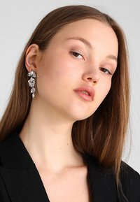 Pieces - PCMARLO EARRINGS KEY - Ohrringe - silver-coloured - 1