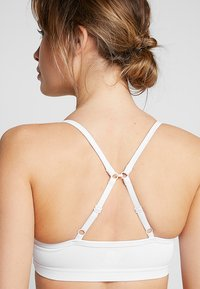 Cotton On Body - WORKOUT YOGA CROP - Sujetador deportivo - white - 4