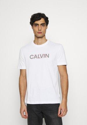 GRAPHIC LOGO - T-shirt med print - white