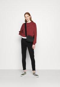 Levi's® - VINTAGE CREW - Sweatshirt - madder brown - 1