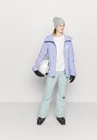 Burton - AK GORE UPSHFT - Snowboardjacke - foxglove violet - 1