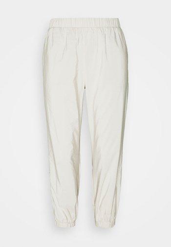 PCPYLLA TRACK PANTS - Pantalon de survêtement - birch