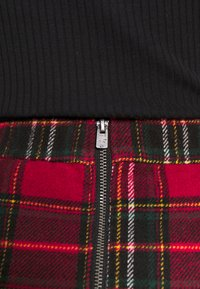 Hollister Co. - CHAIN PLAID MINI STATEMEN - Miniskjørt - red - 6