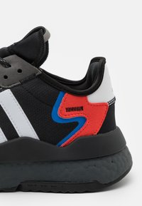 adidas Originals - NITE JOGGER UNISEX - Tenisky - footwear white/grey six/acid mint - 7