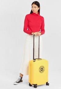 Kipling - CURIOSITY S - Wheeled suitcase - vivid yellow nc - 0