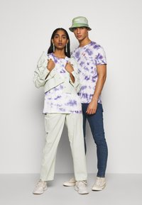 YOURTURN - T-shirt med print - lilac - 1