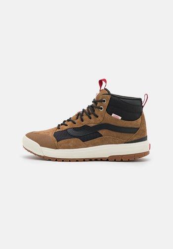 ULTRARANGE EXO MTE 1 UNISEX - Höga sneakers - brown/white