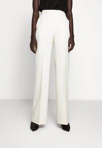 Victoria Victoria Beckham - Spodnie materiałowe - ecru - 0