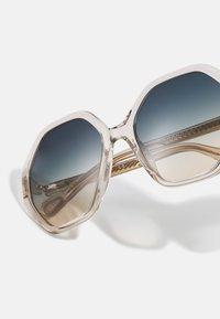 Chloé - SUNGLASS KID UNISEX - Sluneční brýle - nude/green - 3
