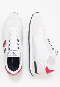 Tommy Hilfiger - MIX RUNNER STRIPES - Zapatillas - red - 1