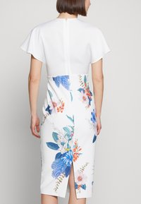 Ted Baker - NERRIS - Pouzdrové šaty - white - 3