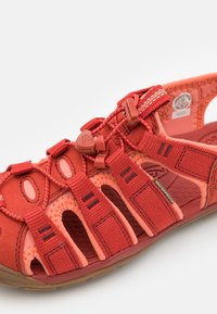 Keen - CLEARWATER CNX - Chodecké sandály - dark red/coral - 5