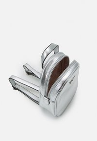 Guess - TIA - Rucksack - silver - 2