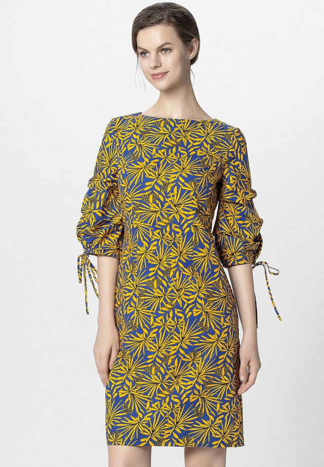 PRINTED DRESS - Vapaa-ajan mekko - yellow/royalblue