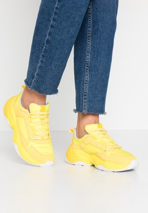CRUZ - Sneakers laag - yellow