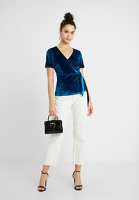 Fashion Union - T-shirts med print - blue - 1
