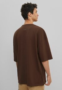 Bershka - Basic T-shirt - brown - 2