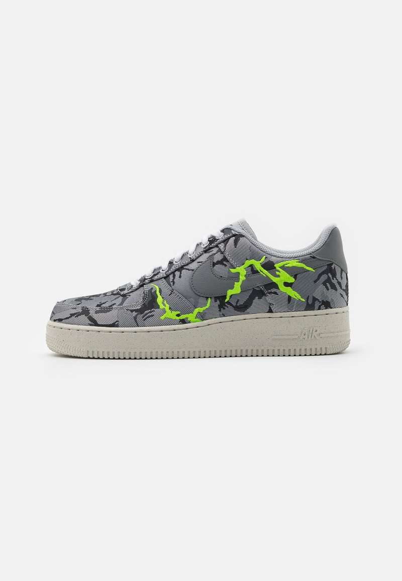 Nike Sportswear - AIR FORCE 1 '07 LX M2Z2 - Sneakers basse - smoke grey/electric green/bone white
