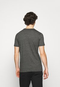 Calvin Klein Jeans - INSTITUTIONAL CHEST GRINDLE TEE - T-shirt med print - black - 2