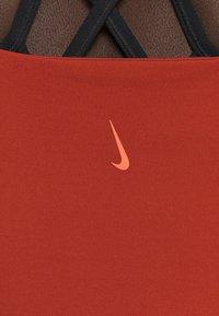 Nike Performance - THE YOGA LUXE TANK - Topper - rugged orange/light sienna - 4