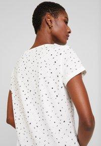 edc by Esprit - CORE - T-shirt z nadrukiem - off white - 3