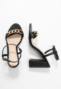 Miss Selfridge Wide Fit - WIDE FIT SHAM CHAIN BLOCK HEEL - Korolliset sandaalit - black - 3