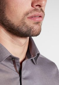 Eterna - FITTED WAIST - Formal shirt - beige brown - 2