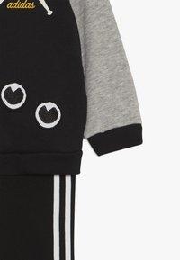 adidas Performance - COLLEGIATE TRACKSUIT BABY SET - Tepláková souprava - black/medium greyh/white - 4