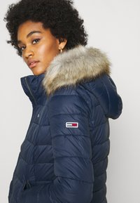 Tommy Jeans - ESSENTIAL HOODED - Zimní bunda - twilight navy - 6