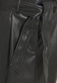Vero Moda Petite - VMSOLAMYNTE SHORT SKIRT - A-line skirt - black - 2