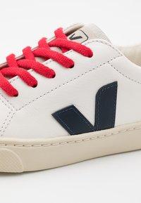 Veja - SMALL ESPLAR LACE - Zapatillas - extra white/nautico/pekin - 5