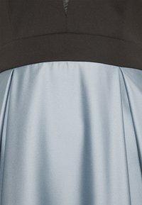 Swing - ABENDKLEID MIT SCUBAOBERTEIL IN KONTRATSFARBE - Iltapuku - blue dust/black - 6
