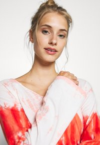 Yogasearcher - RAINBOW - Long sleeved top - porcelaine - 4