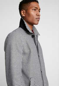 Topman - DOGTOOTH  - Cappotto classico - black/white - 4