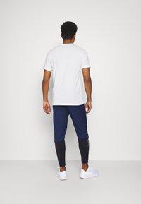 Nike Performance - Pantalones deportivos - midnight navy/black - 2
