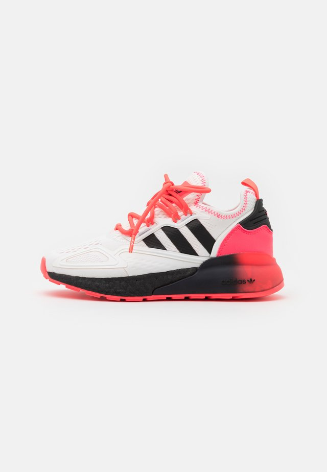ZX 2K BOOST SPORTS INSPIRED SHOES UNISEX - Baskets basses - footwear white/core black/signal pink