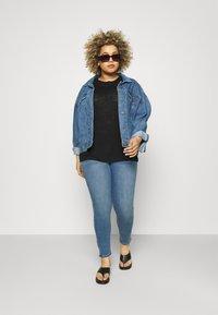 Zizzi - JABIA CROPPED - Jeans Skinny Fit - blue denim - 1