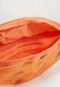 Nike Sportswear - HERITAGE HIP PACK  - Riñonera - melon tint/orange frost/white - 2