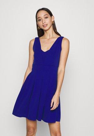 ELLIANNA SKATER DRESS - Koktejlové šaty/ šaty na párty - electric blue