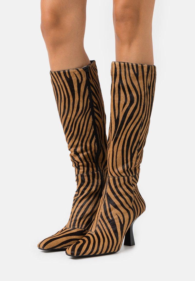 Jeffrey Campbell - HUXTABLE - Boots - tan/black