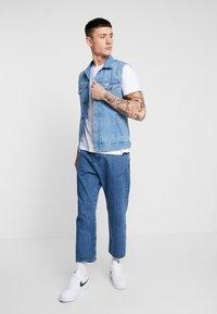 Topman - 7 PACK - Basic T-shirt - grey/white/ red - 1
