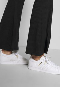 Miss Selfridge - SPLIT FRONT TROUSER - Trousers - black - 4