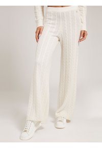 Guess - STRICKHOSE ZOPFMUSTER - Trousers - creme - 0