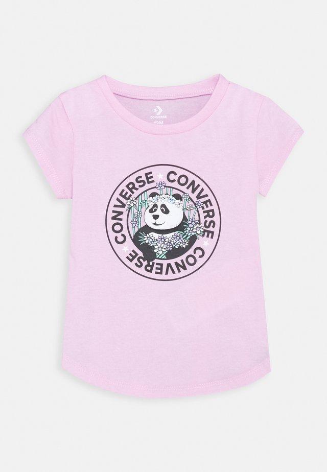 PANDAMONIUM TEE - T-shirt z nadrukiem - pink glaze