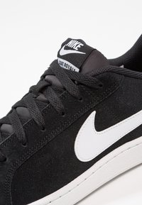 Nike Sportswear - COURT ROYALE SUEDE - Trainers - black/white - 5