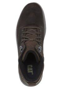 Cat Footwear - COLFAX - Šněrovací kotníkové boty - dark brown - 4