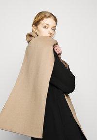 Theory - SCARF COAT LUXE NEW - Classic coat - black/palomino - 4