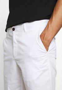 Michael Kors - WASHED - Shorts - white - 3