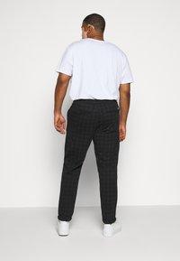 Jack´s Sportswear - CLUB PANTS ELASTIC WAIST - Tracksuit bottoms - black - 2