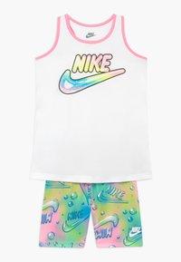 Nike Sportswear - BUBBLE BIKE SHORT SET - Medias - pink - 0